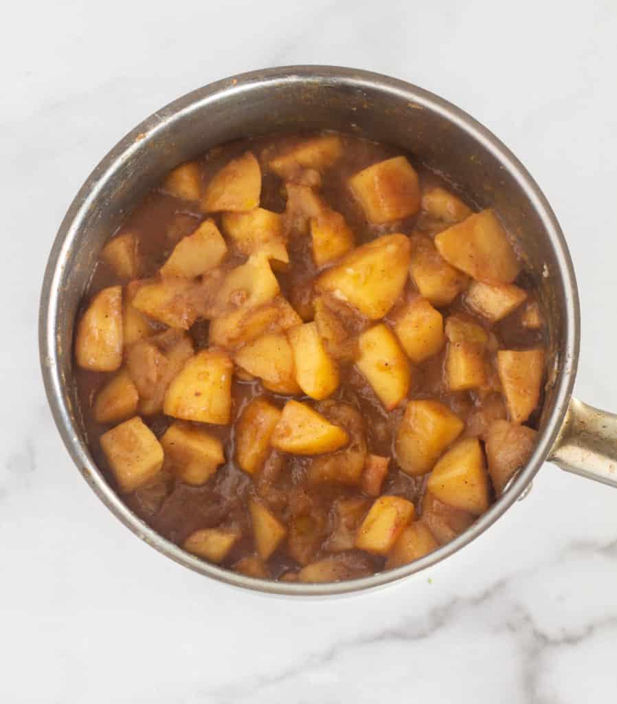 apple fie filling in pan